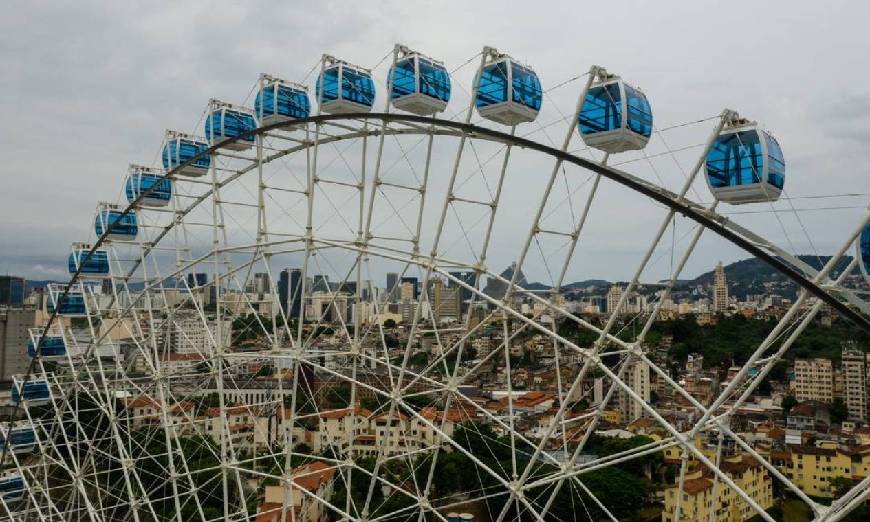 Outra atração turística fechada foi a Rio Star, a roda-gigante do Rio, na Zona Portuária Foto: Brenno Carvalho / Agência O Globo