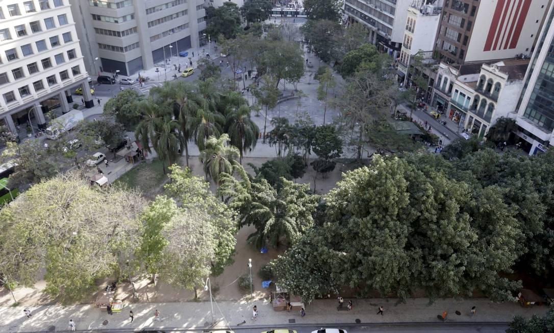 Buraco do Lume, no centro do Rio, visto de cima Foto: Domingos Peixoto / Agência O Globo