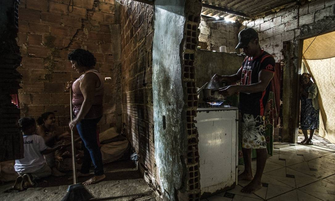 Segundo analistas, o cadastro que reúne beneficiários do Bolsa Família é a maneira mais rápida de fazer dinheiro chegar a quem mais precisa Foto: Guito Moreto / Guito Moreto/12-11-2019