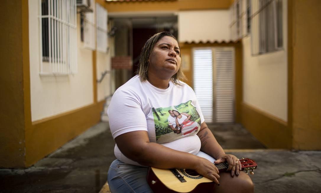 Luciana perdeu um dos empregos e ainda espera por uma pensão do Estado Foto: Hermes de Paula / Agência O Globo