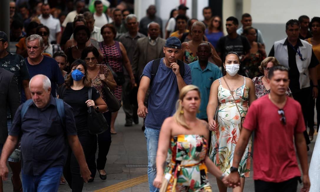 Desembarque do transporte aquaviário na Praça XV, na terça-feira Foto: Fabio Motta / Agência O Globo