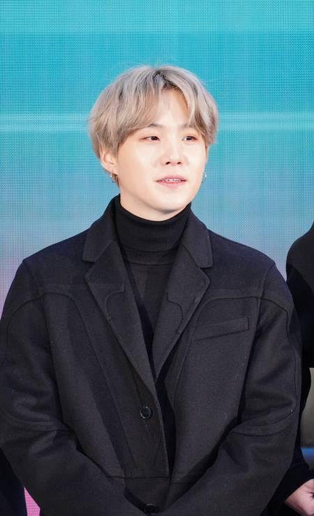 """Diretor de """"Parasita"""", filme ganhador do Oscar em 2020, Bong Joon-ho, e o cantor Suga, da banda de k-pop BTS, doaram cerca de US$ 164 mil para hospitais na Coreia do Sul Foto: JNI/Star Max / GC Images"""