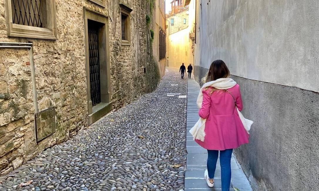 A servidora pública num passeio na cidade de Bérgamo, na itália Foto: Arquivo Pessoal