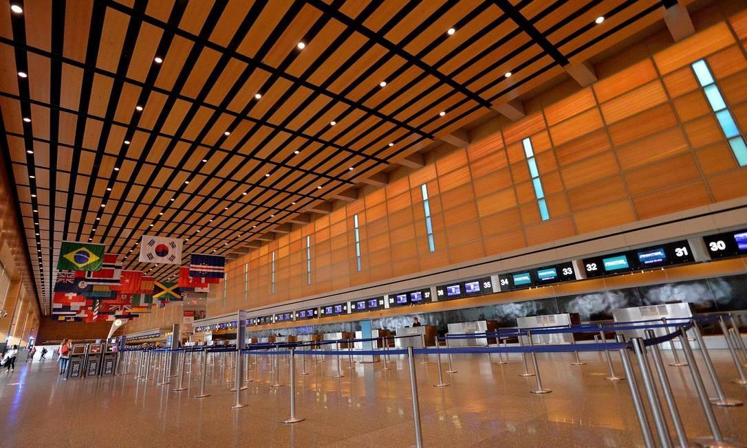 Terminal vazio no aeroporto de Logan, em Boston, nos Estados Unidos Foto: Joseph Prezioso / AFP