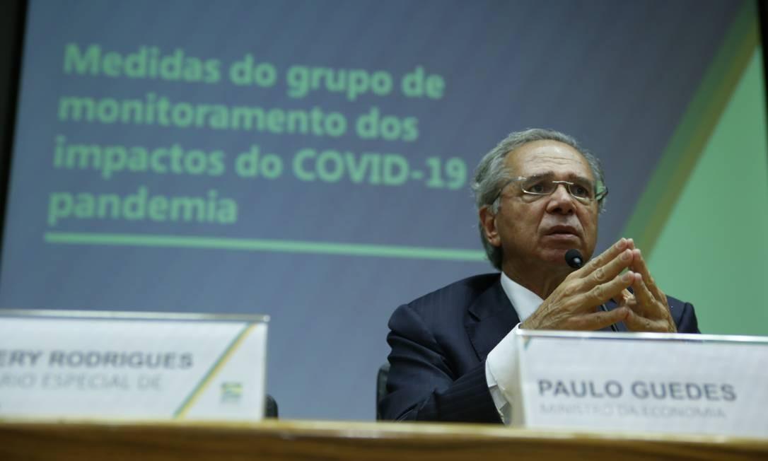 O ministro da Economia, Paulo Guedes, anuncia medidas para reduzir efeitos do coronavírus Foto: Albino Oliveira / Ministério da Economia