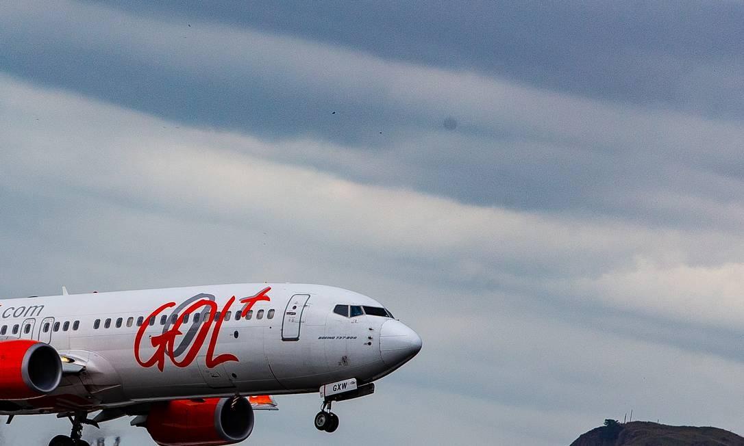 Empresas aéreas, como a Gol, estão sofrendo com a queda na demanda e restrições impostas por governos Foto: Roberto Moreyra / Agência O Globo