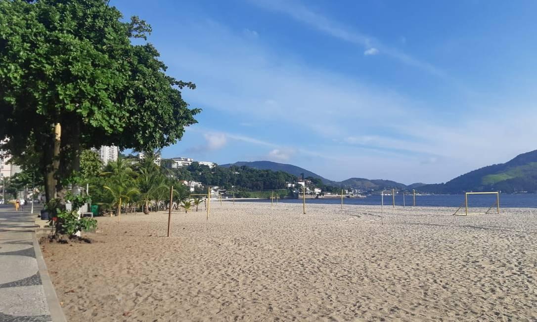 Praia de Icaraí vazia na tarde desta quarta Foto: Fernanda Freitas