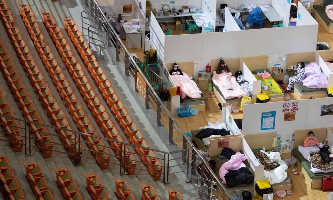 China montou hospital em ginásio Foto: STR/AFP / STR/AFP