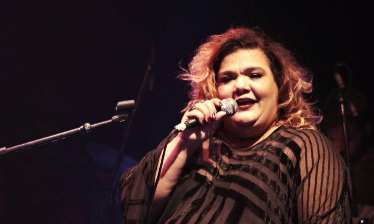 Simone Mazzer canta às 17h30 Foto: Thiago Sacramento
