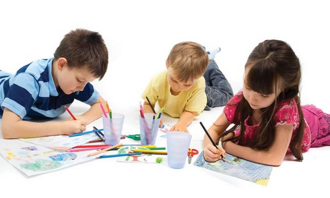 Desenhando as crianças soltam a imaginação Foto: Divulgação