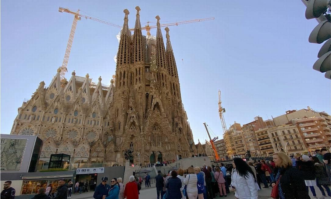 Antes: Até o dia 11 de março, a Basílica da Sagrada Família, em Barcelona, continuava a receber um monte de turistas Foto: Nacho Doce / Reuters