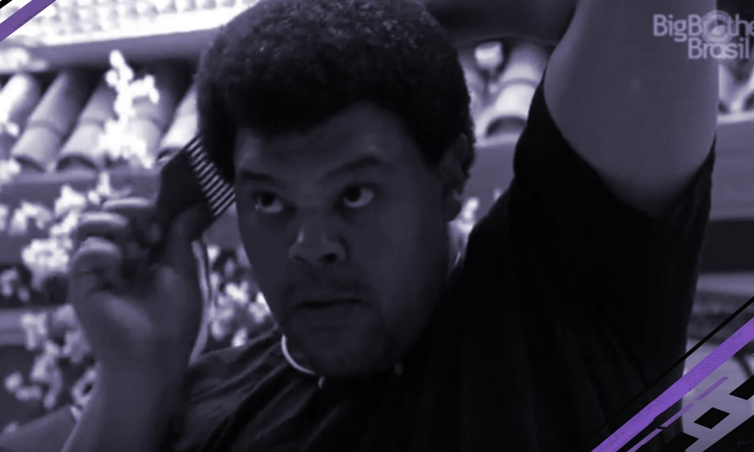 O ator Babu Santana e o pente garfo usado para dar volume ao cabelo crespo ou cacheado: comentário racista gerou repercussão nas redes sociais Foto: Reprodução