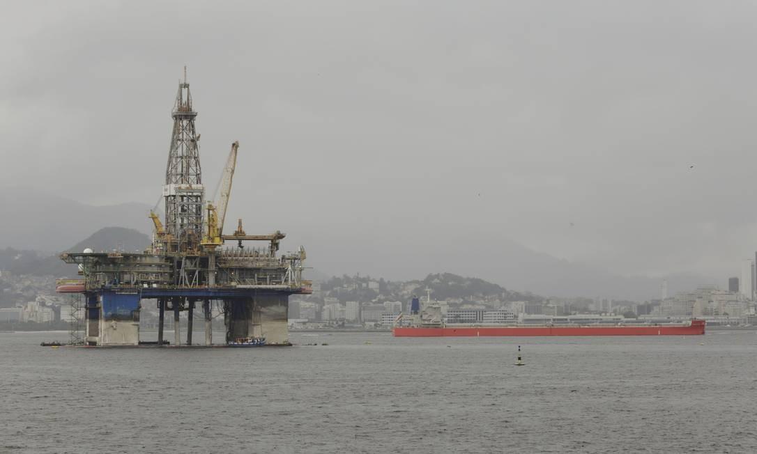 Petrobras reduziu pessoal embarcado em plataformas para evitar contágio do coronavírus Foto: Fábio Guimarães / Agência O Globo