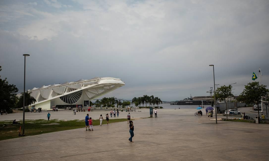 Praça Mauá com Museu do Amanhã ao fundo, um dos equipamentos municipais fechados pela pandemia Foto: Brenno Carvalho / Agência O Globo