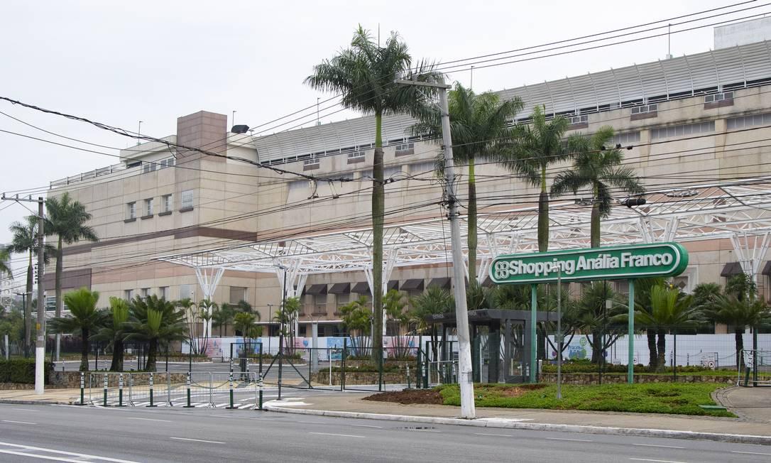 Para conter avanço do coronavírus, shoppings estão sendo fechados e lojistas fazem contas dos prejuízos Foto: BW Press / Agência O Globo