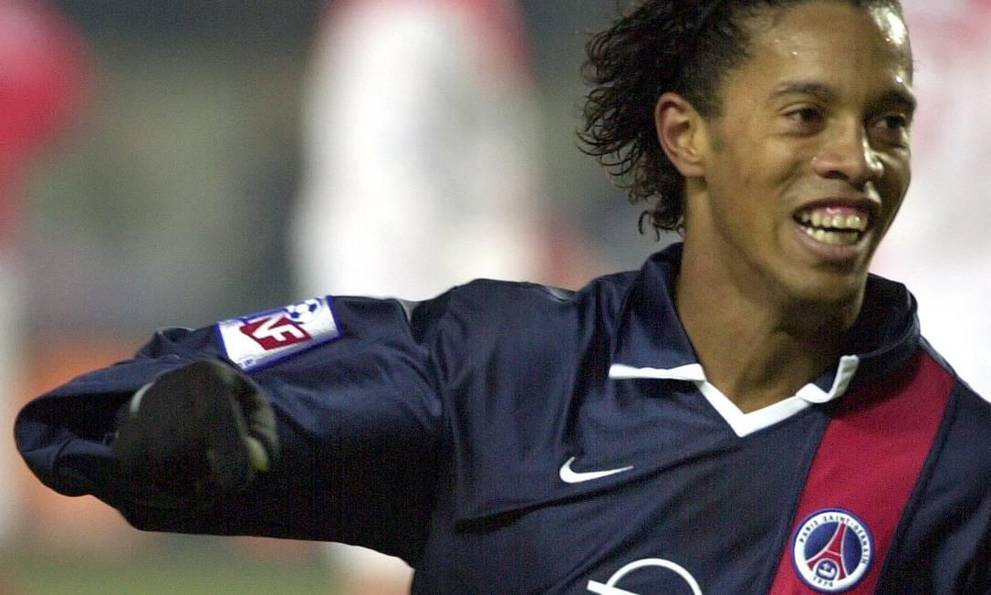Com a transferência para o Paris Saint-Germain em 2001, Ronaldinho iniciou sua trajetória pelos clubes europeus Foto: François Mori / Agência O Globo