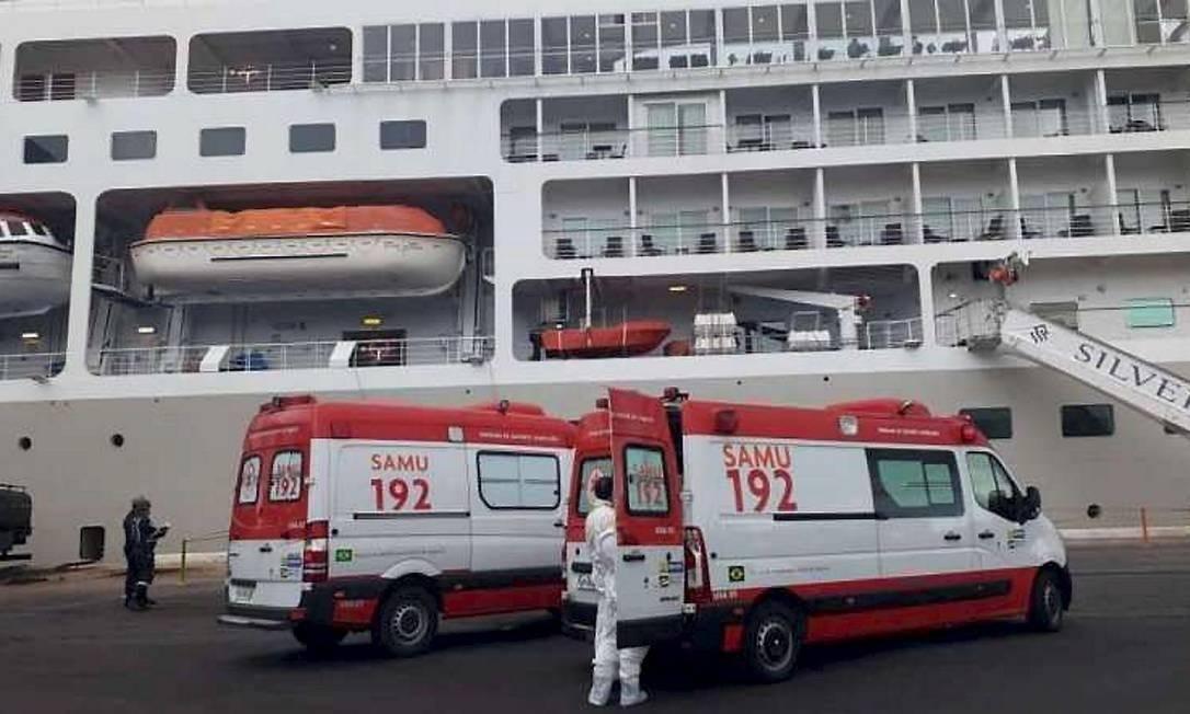 Mais de 600 passageiros e tripulantes estão impedidos de desembarcar de um cruzeiro no Recife, após um canadense de 78 anos apresentar sintomas de coronavírus Foto: Terceiro / Agência O Globo