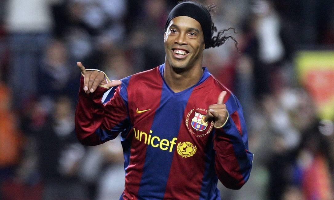 O Barcelona adquiriu o passe de Ronaldinho por 21 milhões de euros em 2003 Foto: Manu Fernandez / AP