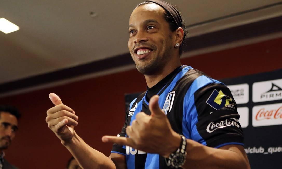 Em 2014, Ronaldinho assinou com o clube mexicano Querétaro por 2 anos, mas só ficou 9 meses por lá Foto: HENRY ROMERO / Agência O Globo
