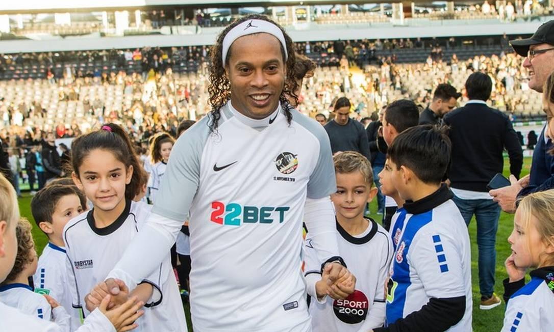Em 2018 Ronaldinho Gaúcho participou de um jogo beneficente na Alemanha. O time de amigos enfrentou as lendas do Eintracht Frankfurt Foto: Andreas Arnold / Agência O Globo