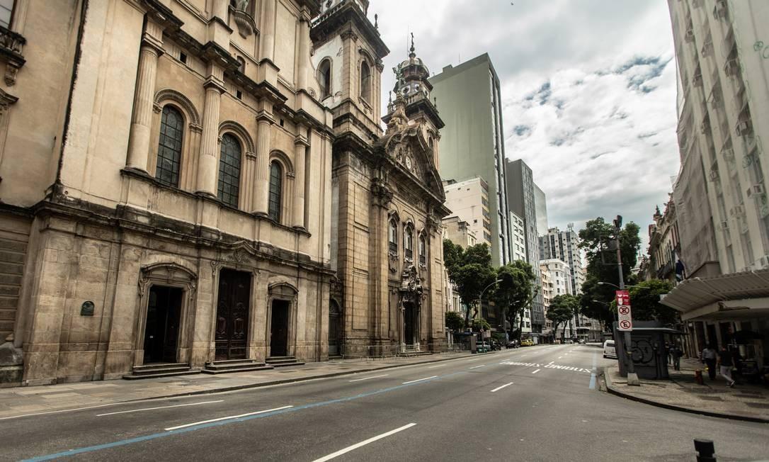 Rua Primeiro de Março, na altura da Igreja Nossa Senhora do Monte Carmo Foto: Brenno Carvalho / Agência O Globo