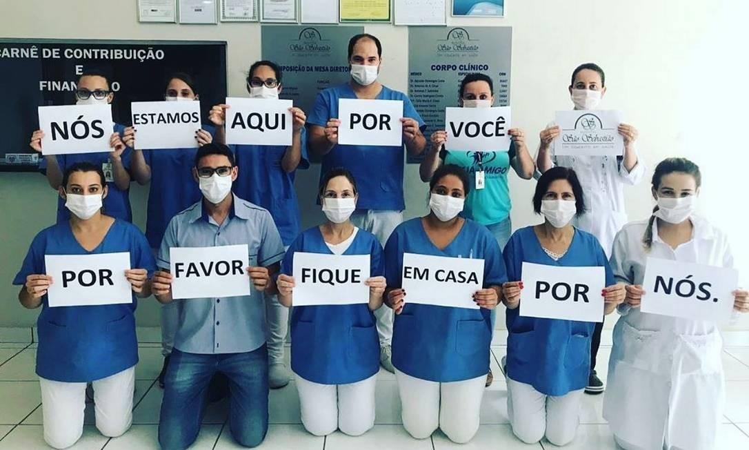 Coronavírus: Profissionais de saúde são homenageados com aplausos ...