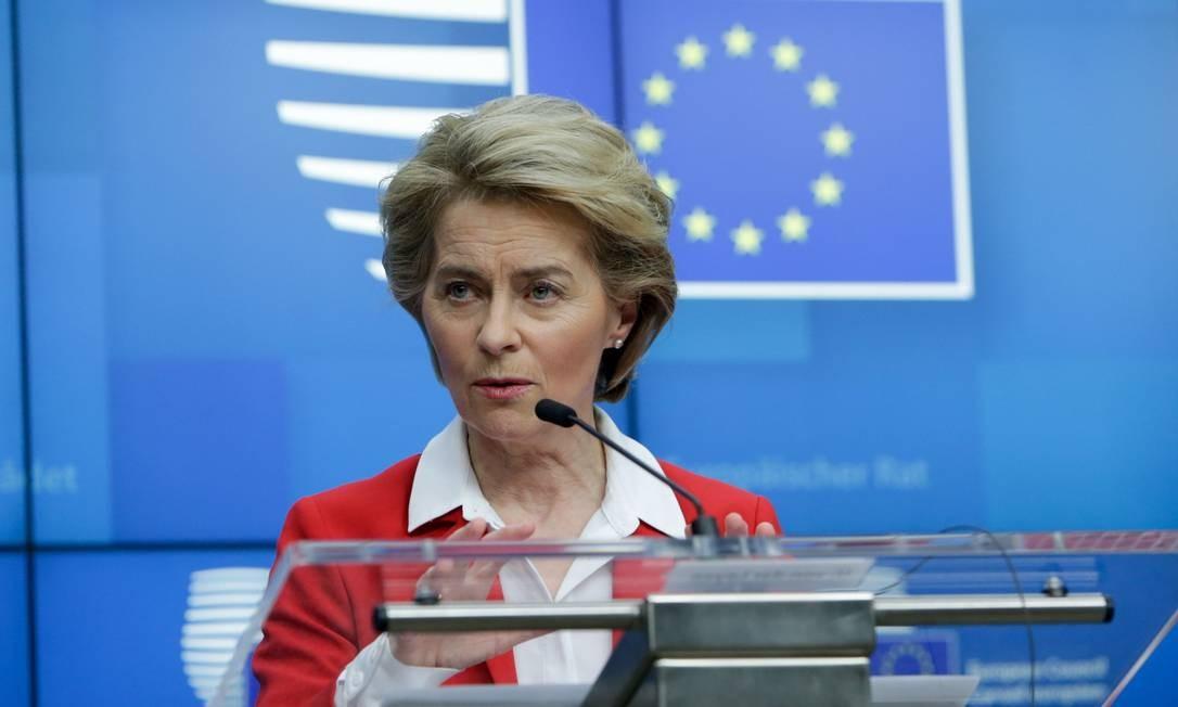 A presidente da Comissão Europeia, Ursula Von der Leyen, quer liberar gastos de países no combate à pandemia Foto: ARIS OIKONOMOU / AFP