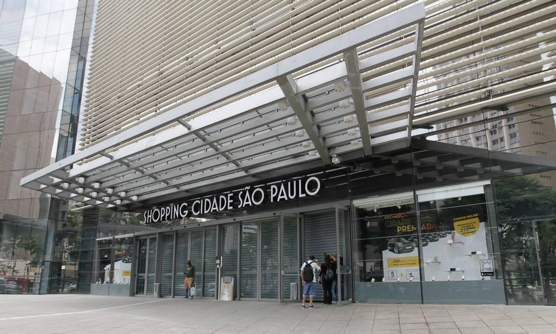 Com shoppings fechados, lojistas querem negociar pagamento de taxas e aluguéis Foto: Foto Rua / Agência O Globo