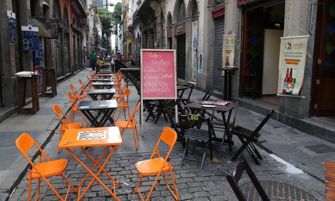 Bares vazios na Rua do Mercado, no centro do Rio Foto: Pedro Teixeira / Agência O Globo