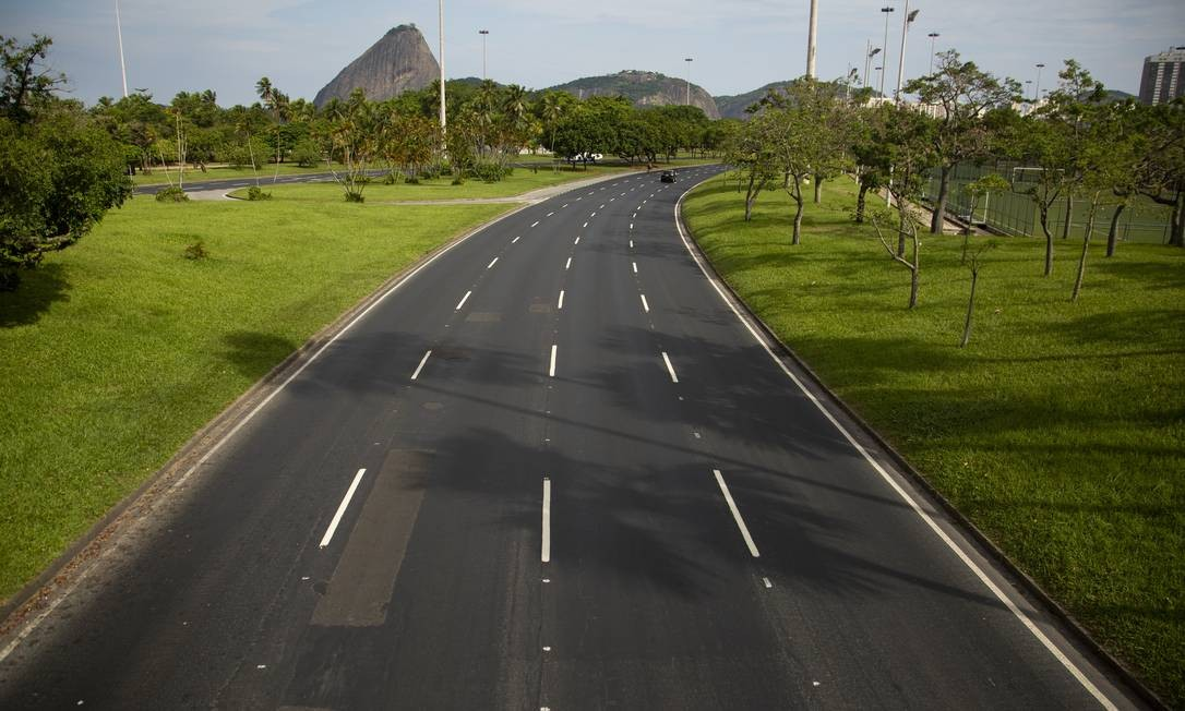 Pista vazia do Aterro do Flamengo Foto: Gabriel Monteiro / Agência O Globo