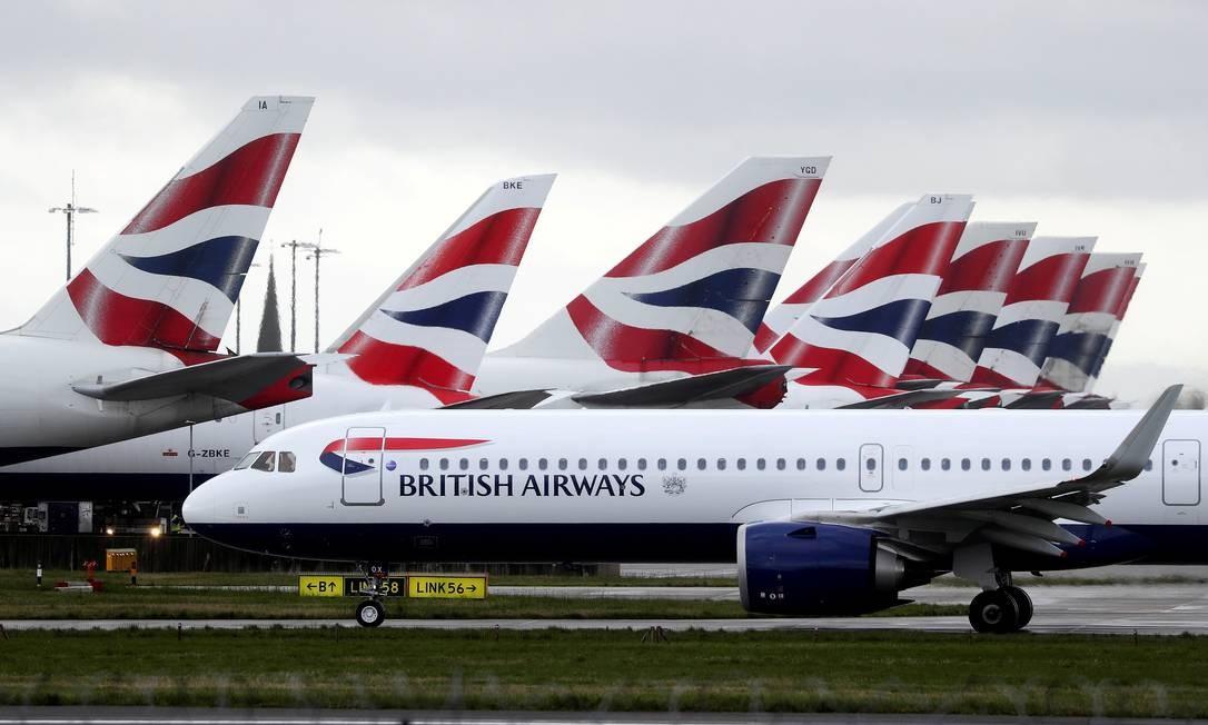 Aeronaves da British Airways em terminal no aeoporto de Londres Foto: Simon Dawson / REUTERS