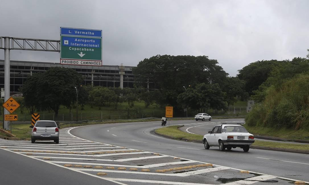A equipe do Globo não encontrou bloqueio policial no acesso a Linha Vermelha pra quem vem da Via Dutra Foto: Fabiano rocha / Agência O Globo