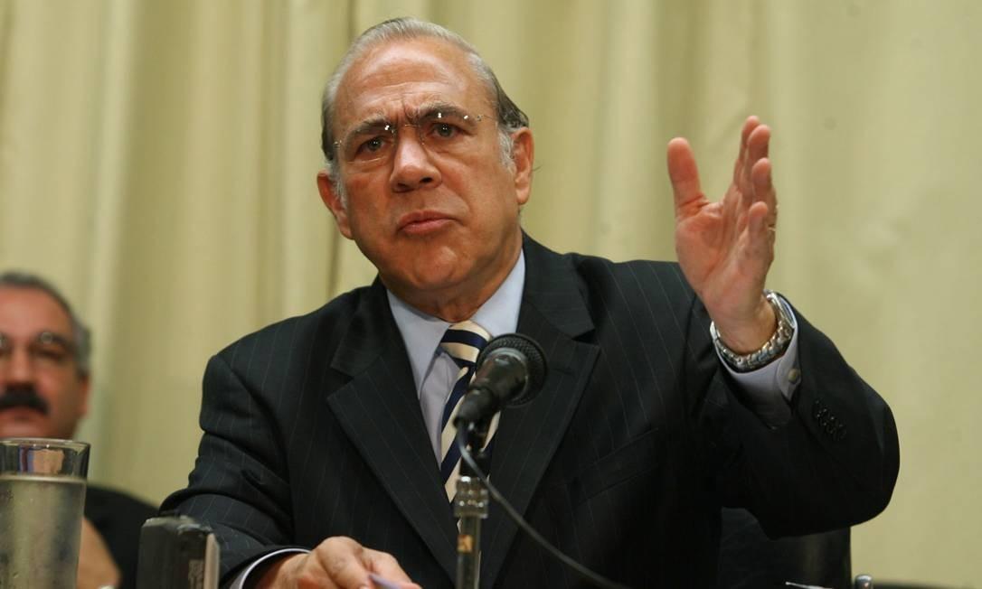 O secretário-geral da OCDE, Angel Gurría, durante entrevista sobre o relatório da instituição sobre o desempenho e perspectivas da economia brasileira em 2009 Foto: Givaldo Barbosa / O Globo