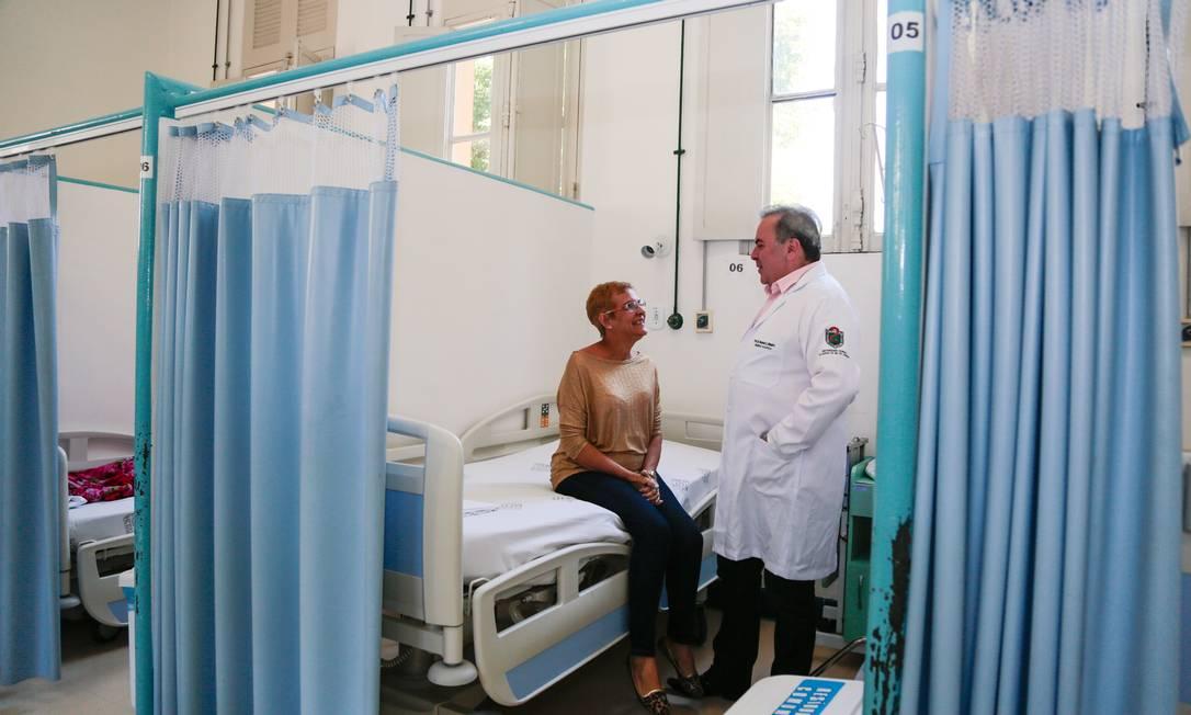Médico atende paciente no Hospital Universitário Gaffrée e Guinle, no Maracanã,em consulta pelo Sistema Único de Saúde (SUS) Foto: Brenno Carvalho / Agência O Globo
