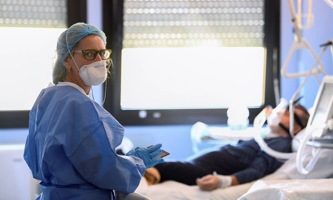 A pandemia de coronavírus aumentou a demanda de respiradores no mundo inteiro: Alemanha pede ajuda a montadoras na fabricação dessas máquinas Foto: FLAVIO LO SCALZO/REUTERS/19-03-2020