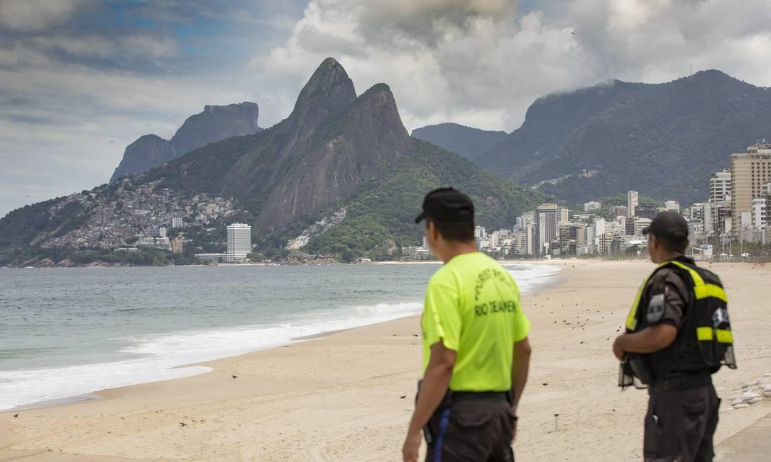 Rio de Janeiro tem domingo de praias vazias por causa da pandemia do Coronavírus Foto: ANA BRANCO / Agência O Globo