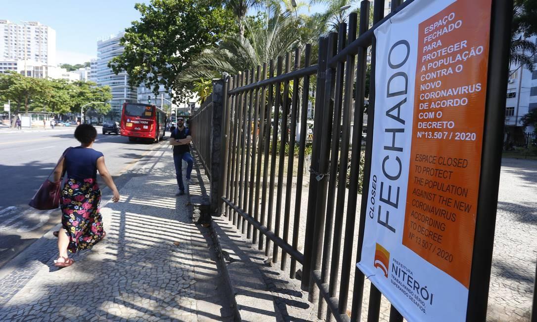 Praça Getúlio Vargas, em Icaraí, também foi fechada para o público Foto: Fabiano Rocha / Fabiano Rocha