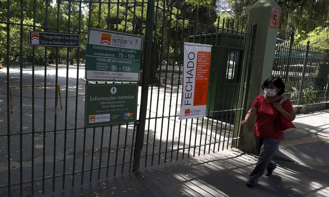 Parque Prefeito Ferraz – lê-se Campo de São Bento –, em Icaraí, Zona Sul de Niterói, foi um dos primeiros espaços públicos a ter circulação restrita Foto: Fabiano Rocha / Agência O Globo