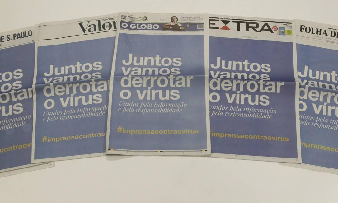 Capas dos jornais na campanha contra o coronavírus Foto: Gabriel de Paiva / O GLOBO