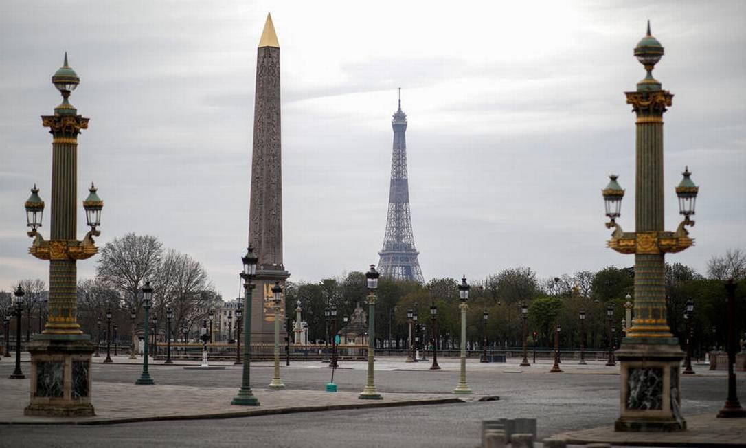 Praça da Concórdia em Paris, vazia, após ordem de confinamento nacional, qe começou em 17 de março Foto: Reuters