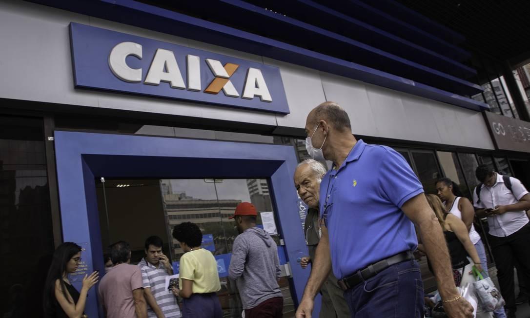 Prefeito Marcelo Crivella volta atrás em decisão e permite abertura das agências bancárias no Rio Foto: Agência O Globo