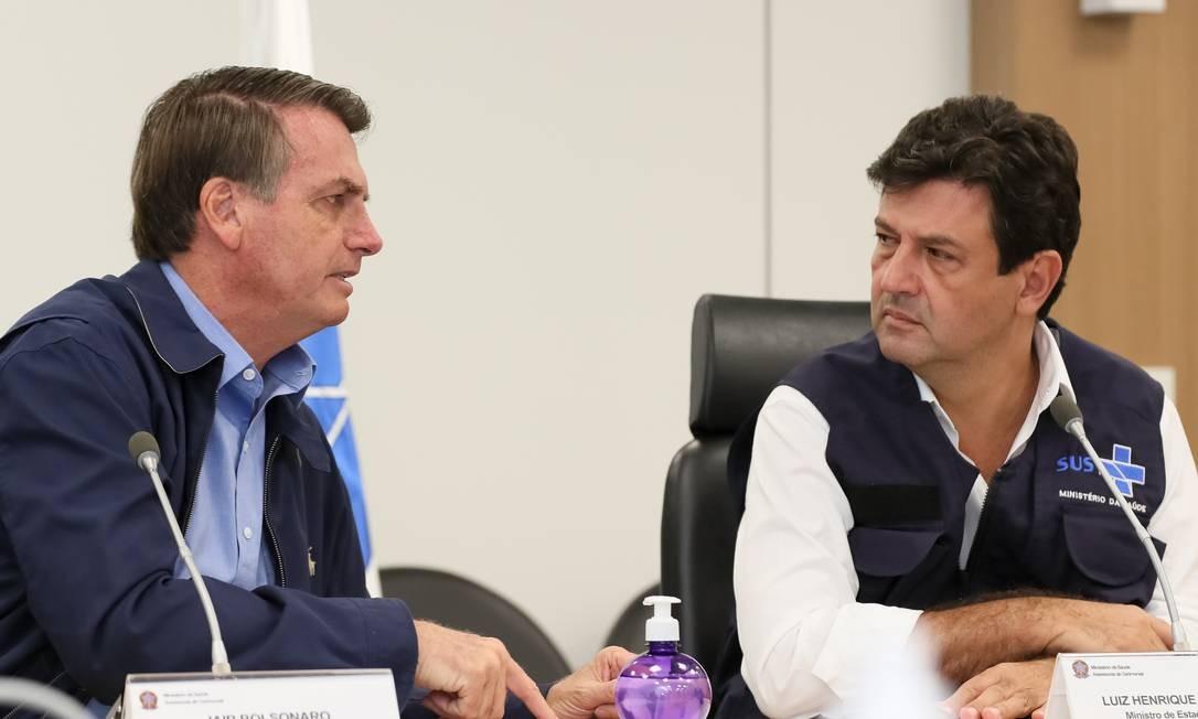 O presidente Jair Bolsonaro e o ministro da Saúde, Luiz Henrique Mandetta Foto: Isac Nóbrega/PR / Agência O Globo