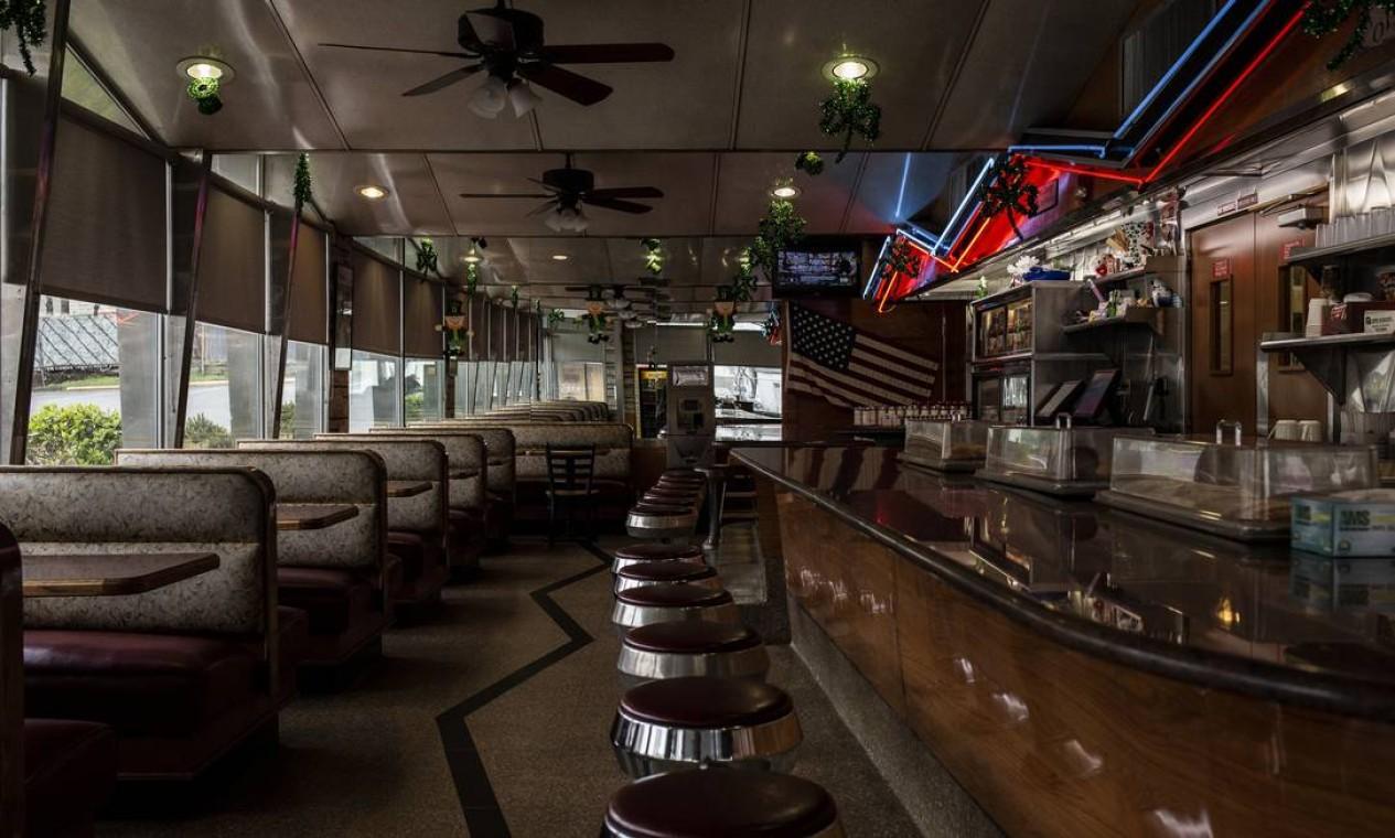 Em Nova Jersey, O Americana Diner em West Orange estava aberto - mas apenas para viagem. Foto: Bryan Anselm / NYT