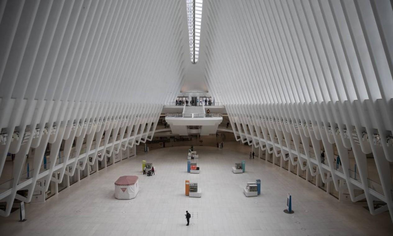 Em Nova York, um importante centro de trânsito, o Oculus, em uma cidade que não está mais em movimento Foto: Victor J. Blue / NYT