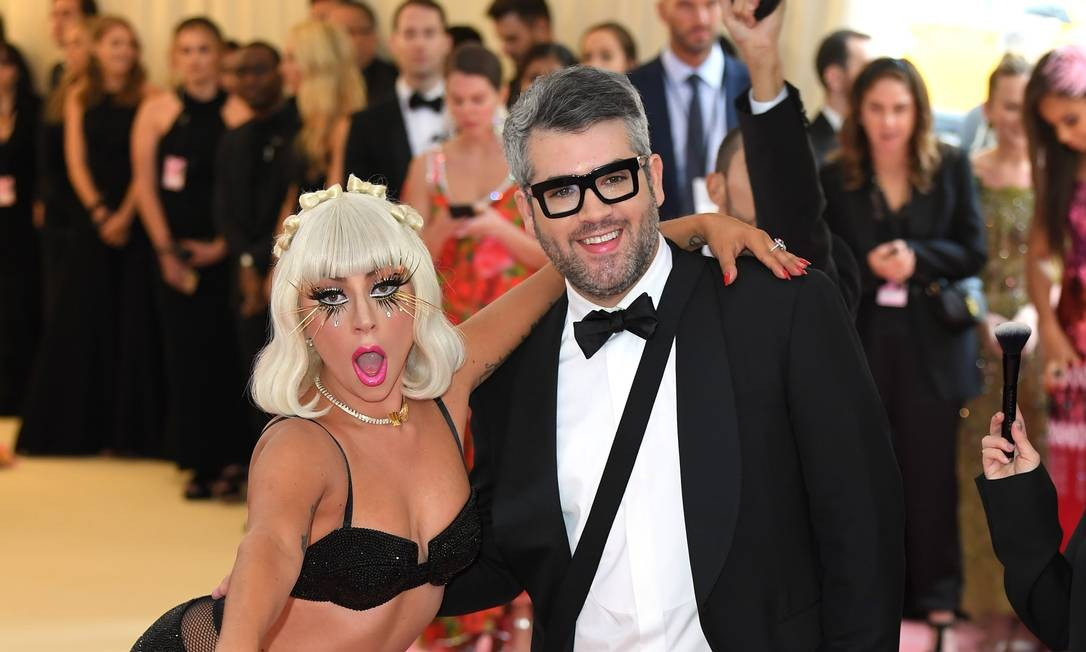 Lady Gaga e Brandon Maxwell Foto: Karwai Tang / WireImage