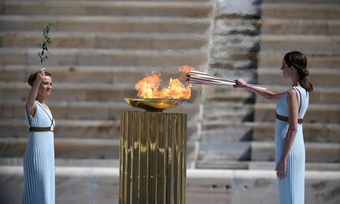 Chama olímpica foi acessa em 19 de março, na Grécia Foto: Aris Messinis/POOL / REUTERS