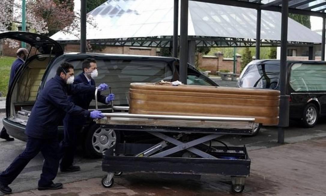 Corpo de pessoa morta pela covid-19 na Espanha; em asilo, idosos foram encontrados abandonados Foto: Reuters