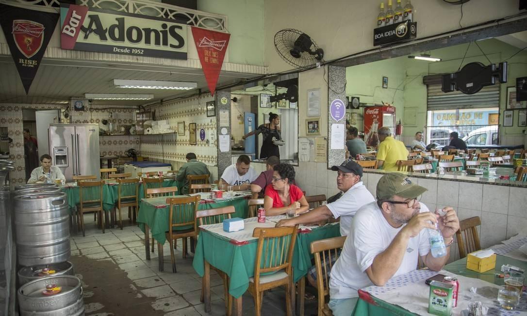 Tradicional estabelecimento de Benfica, Adonis lança delivery durante a pandemia Foto: Agência O Globo