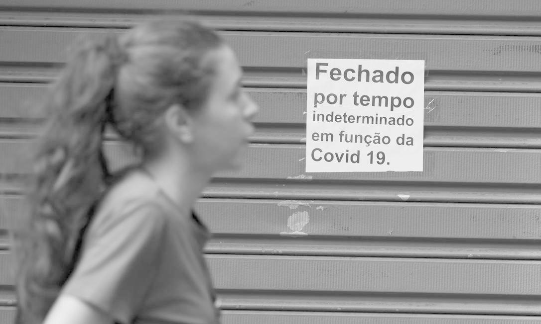 Medida é uma tentativa de frear a propagação do coronavírus. Apenas estabelecimentos essenciais permanecerão de portas abertas Foto: Márcia Foletto / Agência O Globo
