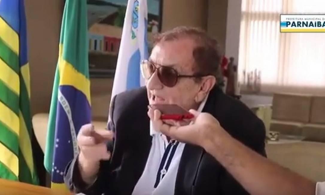 O prefeito de Parnaíba, Mão Santa, divulgou informações incorretas de prevenção ao novo coronavírus Foto: Reprodução/Internet
